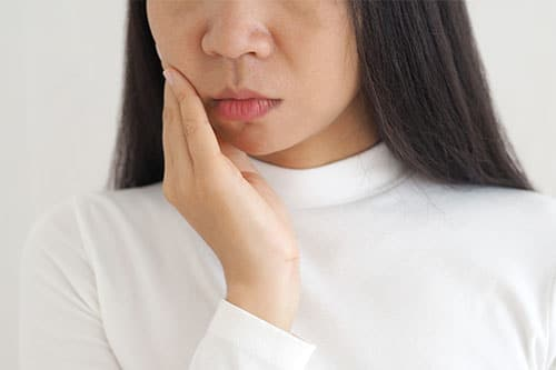 woman in pain from tmj disorder